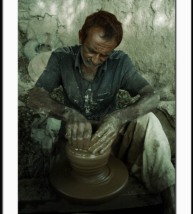 THE ARTIST OF POTTERY IN ASIA