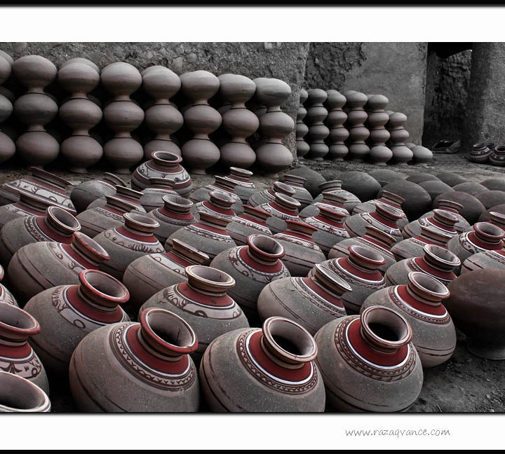 DECORATED POTS OF POTTERY IN ASIA
